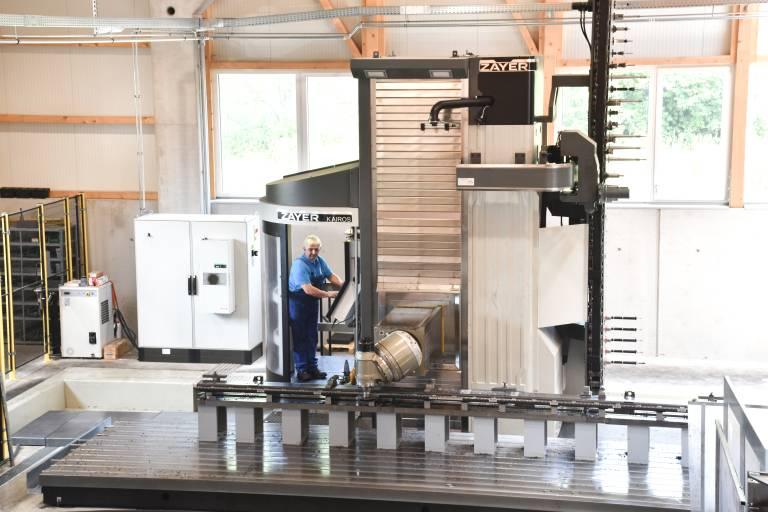 Bei der Paul Ott GmbH löste eine Fahrständerfräsmaschine Zayer KAIROS mit 14.000 mm Längsverfahrweg zwei ältere Starrbettfräsmaschinen ab.