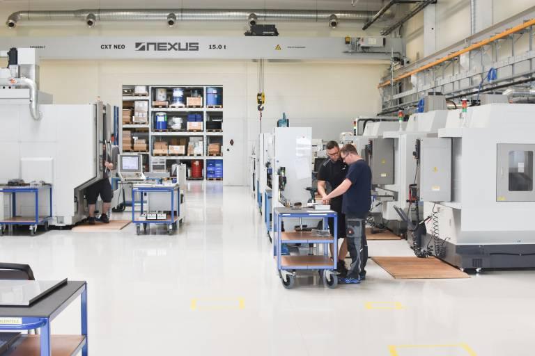 Die Nexus Elastomer Systems GmbH produziert ebenso komplexe wie hoch präzise Werkzeuge für den Flüssigsilikon-Spritzguss. Die Metallzerspanung dafür erfolgt unter anderem auf MTCut-Fräsbearbeitungszentren von MTRent.