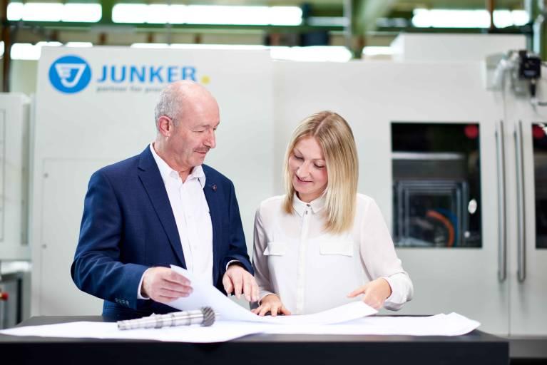 Als Schleifspezialisten entwickeln und produzieren Junker und Zema Konzepte und Lösungen zur Einzelbearbeitung oder Komplettbearbeitung in einer Einspannung bis hin zu komplexen Produktionslinien.