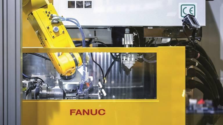 Drahterodiermaschine ROBOCUT mit Automatisierung.