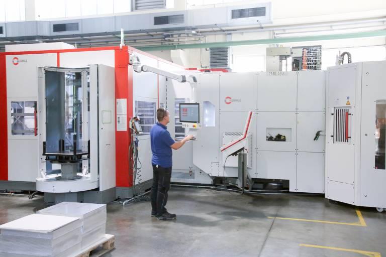 Im März 2019 ging bei Piesslinger die neue Anlage, bestehend aus einer Hermle C 42 und dem Robotersystem RS 2 in Betrieb. Die Anbindung einer weiteren C 42 ist bereits in Planung.