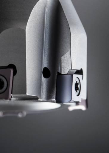 Für hohe Anforderungen an die Oberflächengüte erweitert Horn das Tangentialfrässystem 406 um eine Schneidplatte mit Wiper-Geometrie.