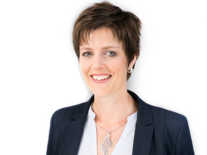 Melanie Kohl studierte Wirtschaftswissenschaften an der Hochschule Niederrhein in Mönchengladbach. Danach sammelte sie Führungserfahrung in nationalen und internationalen Unternehmen und gründete 2012 ihr eigenes. An der Hochschule für Ökonomie und Management lehrt sie Wirtschaftspsychologie. 2019 ist ihr Buch Power auf Dauer – Das Geheimnis für mehr Energie, Achtsamkeit und Erfolg erschienen.