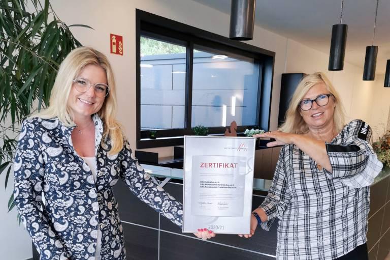 V.l.n.r.: Monica Rintersbacher, Geschäftsführerin der Leitbetriebe Austria und Susanne Duacsek,  Geschäftsführerin der Elra Antriebstechnik Vertriebs Ges.m.b.H.