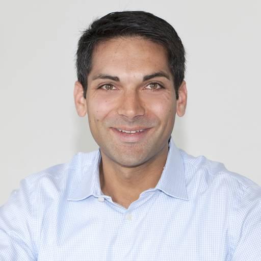 Sigmatek-Geschäftsführer Alexander Melkus erläutert im Gespräch mit x-technik die Positionierung und Vorteile der jüngsten Servolösung MDD 2000.