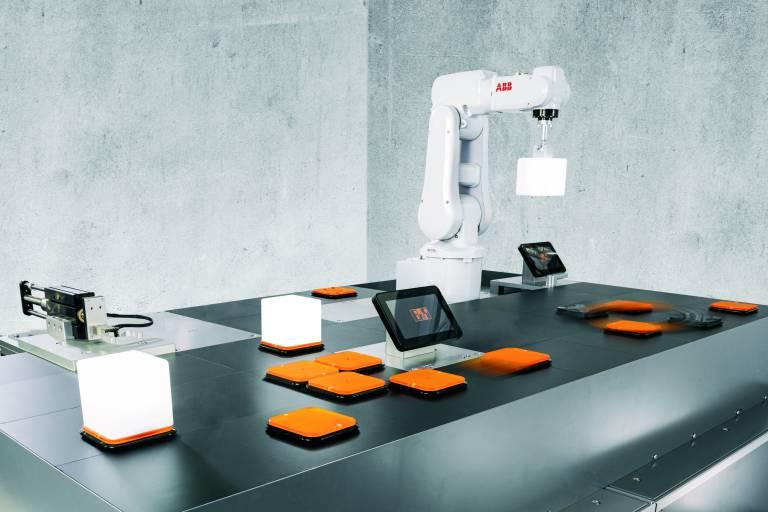 B&R bringt das hochdynamische, präzise und wartungsfreie Transportsystem ACOPOS 6D auf den Markt. Dessen Werkstückträger schweben mittels Magnetschwebetechnologie über einer ebenen Fläche.