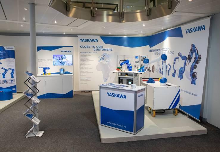 Yaskawa zeigt als neuer Technikpartner der Robotation Academy in Hannover auf rund 28 Quadratmetern neue Robotik-Trends und aktuelle Modelle. (Quelle: Yaskawa/M. Wallmüller)