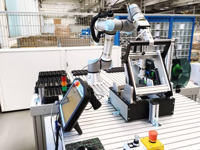 Systemlösung mit einem UR5e bei Voith Robotics ©Voith Group