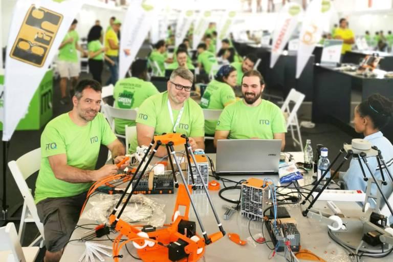 Innerhalb von drei Tagen entwickelte ein Studententeam beim Smart Green Island Makeathon aus einer Idee und zahlreichen Hardwarekomponenten eine funktionierende Müllsortieranlage.