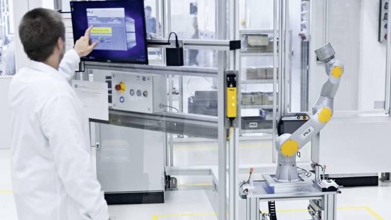 Automatisierungslösungen von Pilz schützen Maschinen und Anlagen: Sie gewähren Zugang nur für autorisiertes Personal und verhindern eine Manipulation von außen.  Foto: Pilz GmbH & Co. KG