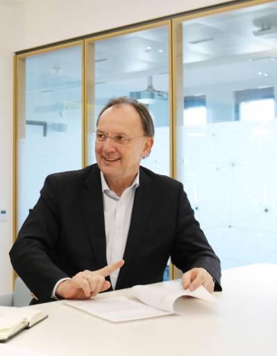 Robert Pfarrwaller, CEO des heimischen Marktführers im Elektrogroßhandel Rexel Austria.