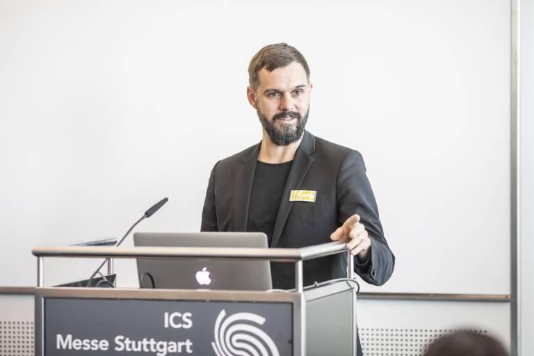 """Florian Niethammer, Teamleiter und verantwortlicher Projektleiter der VISION bei der Messe Stuttgart: """"Genauso, wie sich die Bildverarbeitungsbranche dynamisch weiterentwickelt, tut das auch die VISION. Wir nutzen die aktuellen Herausforderungen, um weitere Maßnahmen zu ergreifen, die der Weltleitmesse langfristig zuträglich sind."""" (Bildquelle: Messe Stuttgart)"""