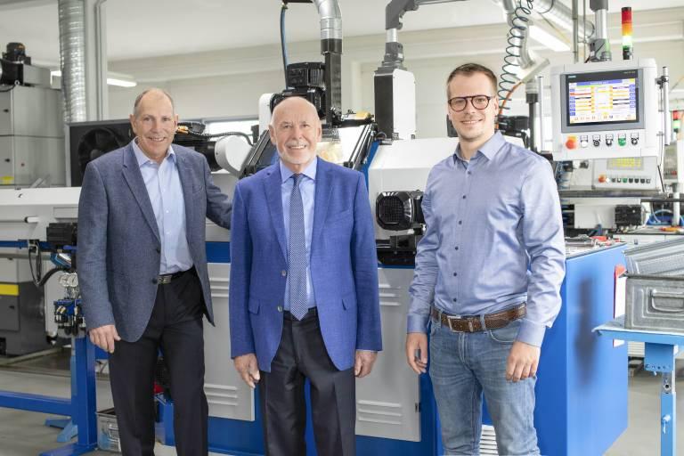Drei Generationen (v.l.n.r.): Heinz Soyer (Geschäftsführer), Heinz Soyer (Firmengründer & Geschäftsführer) und DI (FH) Florian Soyer (Fertigungsleiter)