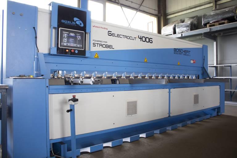 Mit der maßgeschneiderten Boschert G-Electro Cut 4006 kann Hast-Metallverarbeitung gerade Schnitte von hoher Qualität setzen. (Bilder: Boschert)