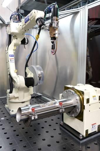 Im April 2020 investierte hesotec electrify in eine EASY ARC-Schweißroboterzelle von OTC Daihen Europe.