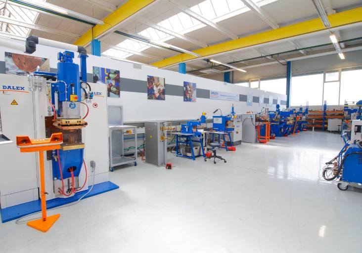Im T-Center von Dalex steht umfassendes Schweißequipment bereit, um kurzfristig verschiedene Schweißaufgaben zu simulieren und die optimalen Prozessparameter zu ermitteln. (Bilder: Dalex)