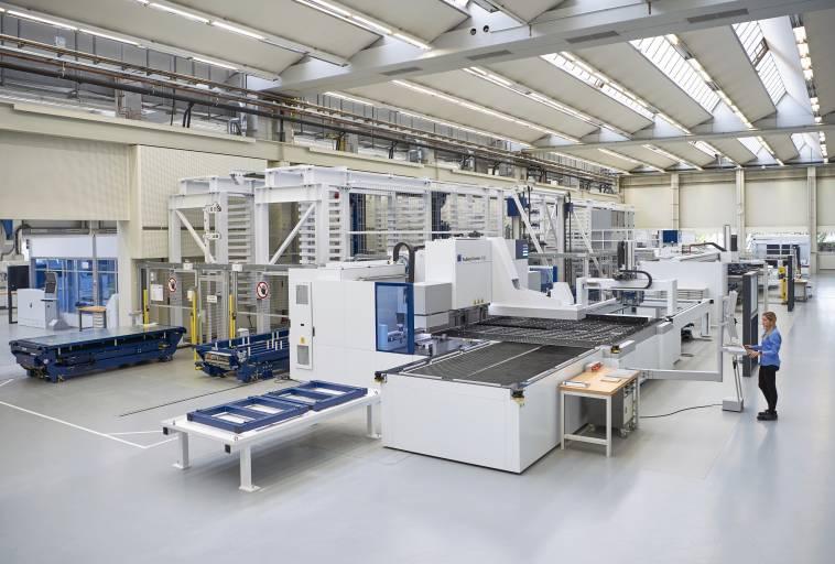Die Smart Factory von Trumpf zeigt, wie sich verschiedene Maschinentypen miteinander vernetzen lassen. (Bilder: Trumpf)