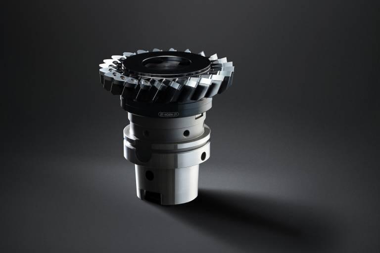 Das Werkzeugsystem, basierend auf dem Schneidplattentyp S117, ermöglicht das Verzahnen ab Modul 3 ohne spezielle Verzahnungsmaschinen.