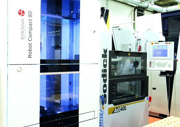 Die Ermet Präzisionsformenbau GmbH investierte in zwei Automationszellen mit je einem Erowa Robot Compact 80 und Sodick Senkerodiermaschinen.