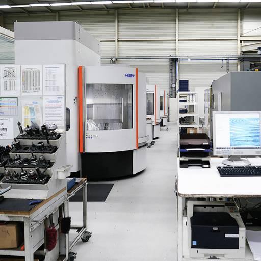 Werkzeugbau bei hago: Bei den vielfältigen Fräsaufgaben setzt hago auf die Hochgeschwindigkeits-Bearbeitungszentren Mikron MILL S 600 U und Mikron HSM 600 LP von GF Machining Solutions.