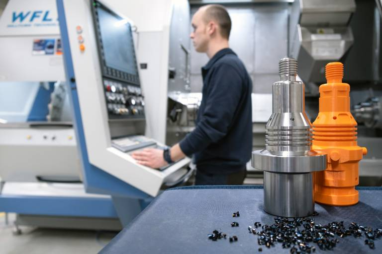 Fokus auf Spänen und Werkzeugdaten: Um möglichst viele verschiedene Werkzeuge und Technologien testen zu können, wurde bei Hoffmann 2019 ein WFL Millturn Dreh-Bohr-Fräszentrum M35-G in Betrieb genommen.