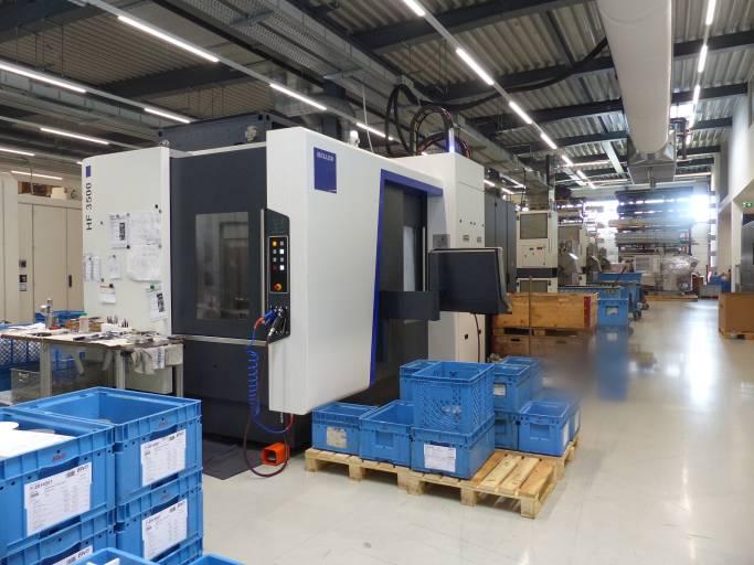 Das Bearbeitungszentrum HF 3500 von Heller hat sich mittlerweile zu einer absoluten Universalmaschine entwickelt. Selbst Kapazitätsengpässe aus der Einzel- und Serienfertigung lassen sich damit kompensieren.