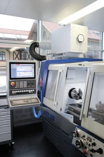 Aufgrund der niedrigen Deckenhöhe und der kleinen Raumgröße verfügt jede der vier Maschinen über eine eigene, in die Maschine integrierte, Ölnebelabsauganlage.