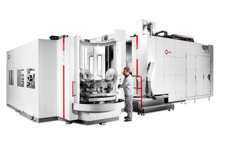 Der Palettenwechsler PW 3000, hier in Kombination mit dem 5-Achs-Bearbeitungszentrum der High-Performance-Line C 62 U, bewegt bis zu drei Tonnen schwere Werkstücke.