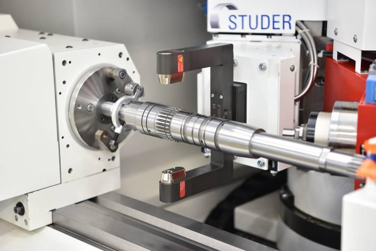 Maschinenintegrierte Lasermesstechnik erweitert die Anwendungsmöglichkeiten der Prozessmesstechnik in Schleifmaschinen.