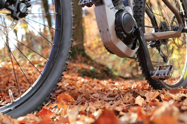 Die Motorengehäuse von Elektromotoren für E-Bikes sind aus Aluminium- oder Magnesiumdruckguss. Für deren Bearbeitung sind höchste Genauigkeiten bei minimalen Toleranzen gefordert. (Bildquelle: © RioPatuca Images  – stock.adobe.com)