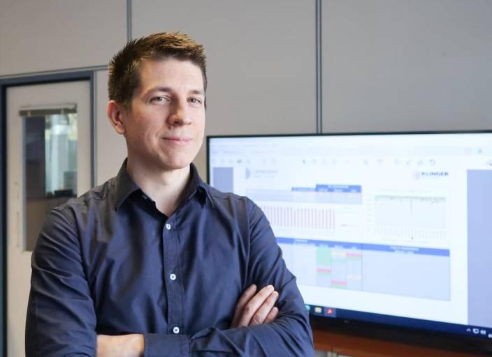 Unter der Federführung von Dipl.-Ing. Philipp Freiler, Teamleiter Industrial Engineering, will man bei der Klinger Fluid Control GmbH innerhalb der nächsten Jahre weg von einem Excel-Controlling hin zu einer papierlosen Betriebs- und Maschinendatenerfassung.