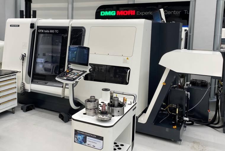 Umbau der CTX beta 800 TC auf die automatisierte Fertigung mit einem Stangenlader.