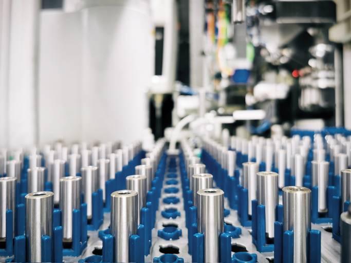 KADIA bearbeitet derzeit 2.000 Kugelführungen für Beatmungsgeräte pro Tag. In einem Gerät sind mehrere dieser Führungen enthalten. Bild: KADIA