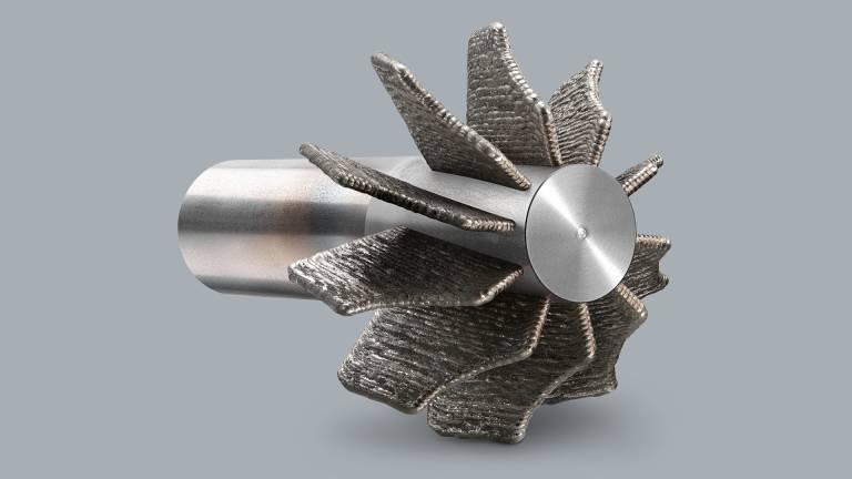 Endkonturnahes Auftragen von Turbinengeometrien spart Material und Zeit in der Produktion.