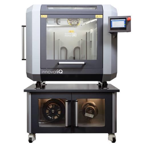 Mit dem innovatiQ TiQ 5 steht ein System zur Verfügung, das speziell auf die Verarbeitung von Hochleistungspolymeren ausgelegt ist und auch faserbefüllte Materialien prozesssicher verarbeitet.