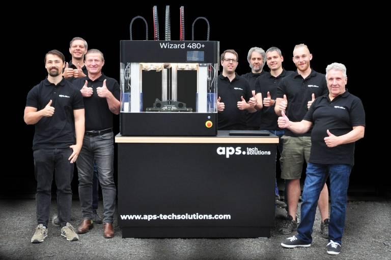 Was jetzt wie Zauberei anmutet, ist letztendlich das Ergebnis der jahrelangen Entwicklungsarbeit einer Gruppe von fünf Ingenieuren und Technikern, die gemeinsam über hundert Jahre Expertise in der Konstruktion und Entwicklung vorweisen können.