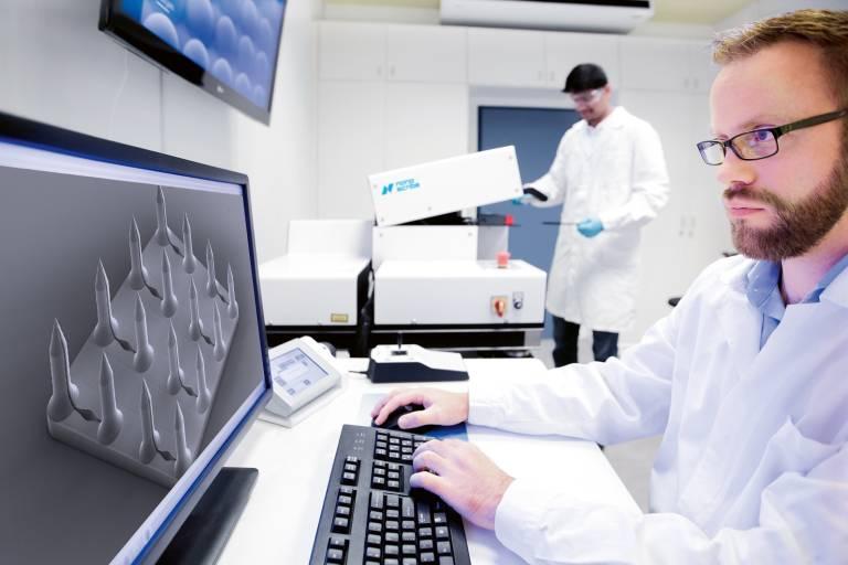 Die Mikrofabrikationssysteme von Nanoscribe basieren auf der Zwei-Photonen-Polymerisation (2PP) und ermöglichen die Additive Fertigung extrem filigraner Strukturen und Objekte auf der Nano-, Mikro- und Mesoskala.