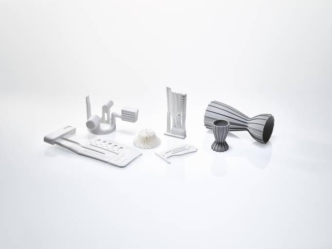 Beispiele für additiv gefertigte Bauteile der Firma Lithoz GmbH mit neuen Designs zur Verbesserung der Funktion von Produkten.