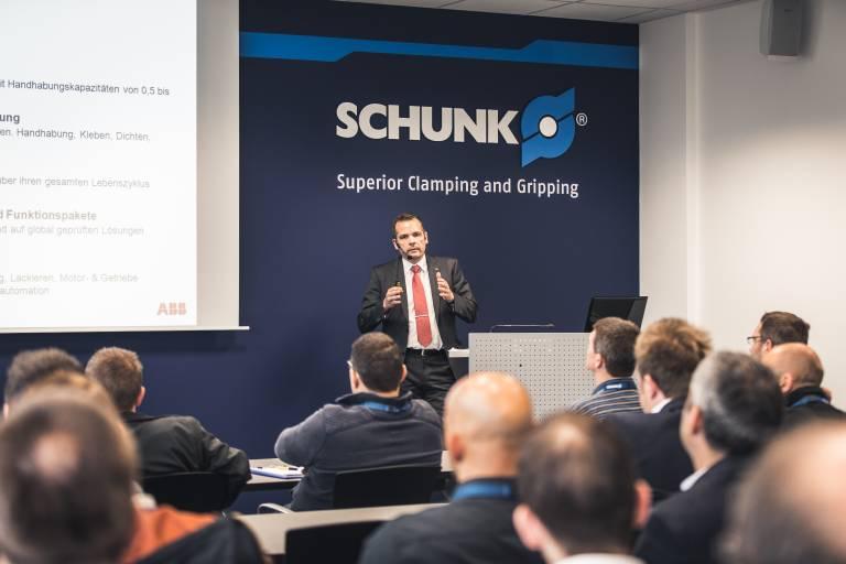 Das begleitende Vortragsprogramms bietet Technologie- bzw. Anwendungsbeispiele aus den verscheidensten Branchen.