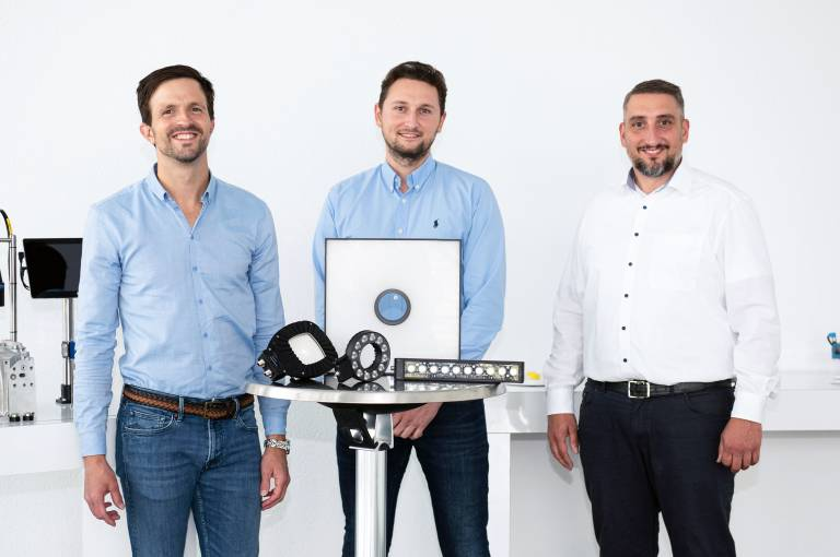 V. l.n.r.: Wenglor-Geschäftsführer Rafael Baur, TPL Vision-Geschäftsführer Daniel Huber und Leiter der Business Unit Computer Vision Christian Vollrath bei Wenglor.