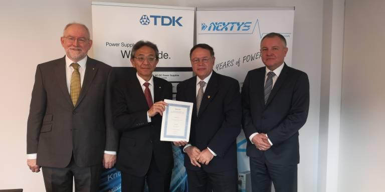 """2019 hat die TDK-Lambda Gruppe die Nextys SA akquiriert. Nun wurde dazugehend mit dem ersten Entwicklungsprojekt """"DRB3~"""" begonnen, welches 3-Phasen versorgte DIN-Schienen Stromversorgungen in den Leistungsbereichen 120 bis 960 W umfasst."""