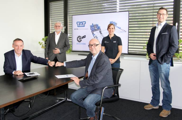 V.l.n.r.: TAT-Geschäftsführer Matthias Mayer mit dem Nord- Geschäftsführer in Linz Peter Gatringer, dahinter Wolfgang Göweil und Jarmila Kocianová aus dem TAT-Team sowie Christoph Hartl (Area Sales Manager bei Nord) bei der Vertragsunterzeichnung.