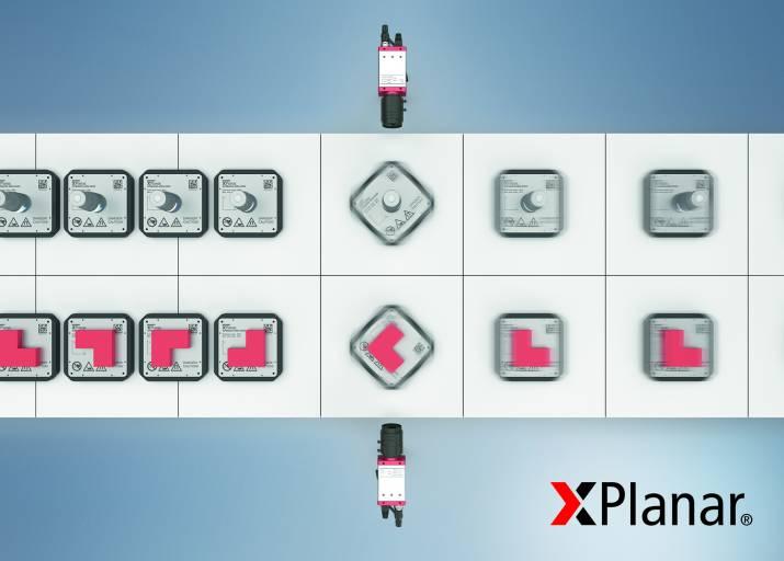 Zusätzlicher Freiheitsgrad für das Planarmotor-Antriebssystem: Die XPlanar-Mover können nun auch um die eigene Achse rotieren sowie mit in 90°-Schritten geänderter Orientierung weiterbewegt werden, sodass die darauf transportierten Werkstücke korrekt ausgerichtet sind für weitere Bearbeitungs- oder Kontrollschritte.
