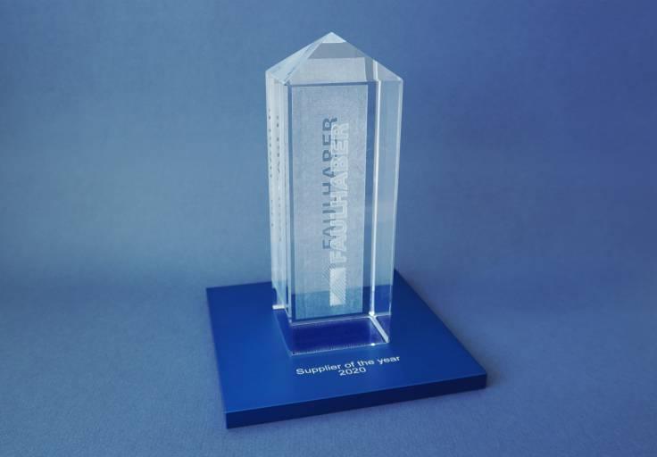 """Die Übergabe des """"Supplier of the Year Award"""" erfolgte im Rahmen einer kleinen Feier auf dem Betriebsgelände.  © FAULHABER"""