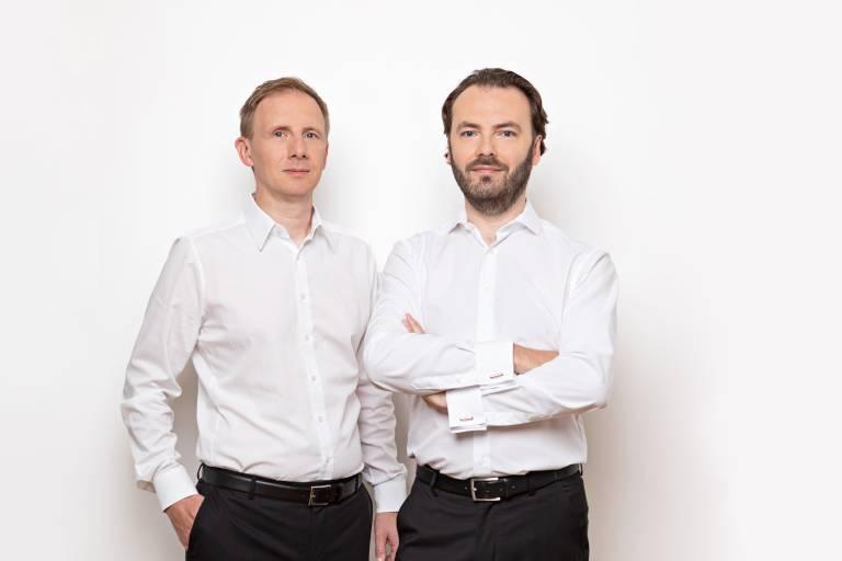 Aus der SensAction AG wird die Endress+Hauser Flow Deutschland AG: Vorstand Michael Münch (links) und Vorstandsvorsitzender Stefan Rothballer.