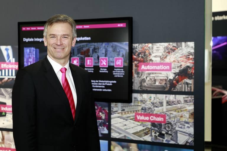 Zum 1. Februar 2021 hat Prof. Friedhelm Loh, Inhaber und Vorstandsvorsitzender der Friedhelm Loh Group, Markus Asch (49) zum CEO der Rittal International Stiftung & Co. KG sowie zum Vorsitzenden der Geschäftsführung der Rittal GmbH & Co. KG berufen.