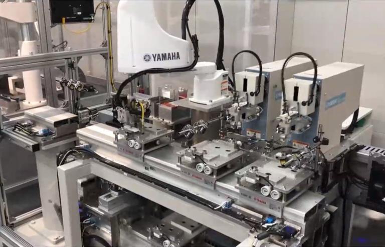 Die Live-Vorführung einer Roboterzelle aus Japan zeigte eindrucksvoll die Geschwindigkeit und Flexibilität von Yamahas neuesten Robotern.