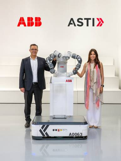 Die Übernahme der ASTI Mobile Robotics Group ist ein wesentlicher Bestandteil der Wachstumsstrategie von ABB: Sami Atiya, Leiter des Geschäftsbereichs Robotik & Fertigungsautomation von ABB und Veronica Pascual Boé, CEO ASTI.