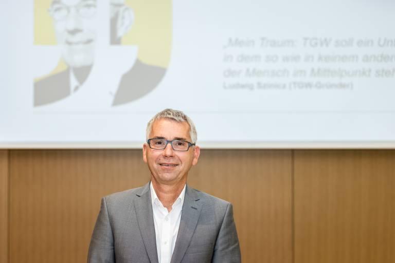 """Harald Schröpf, Chief Executive Officer der TGW Logistics Group: """"Als Technologieunternehmen sind wir in einer innovationsstarken und dynamischen Branche tätig. Nur mit einem starken Team können wir für unsere internationalen Kunden das beste Ergebnis erzielen."""""""