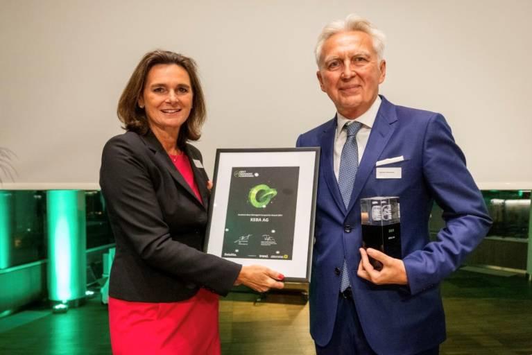 Michaela Rammel, Bereichsleiterin Firmen-, Groß- und Konsortialkunden, Raiffeisenlandesbank NÖ-Wien AG mit Gerhard Luftensteiner, CEO Keba. (Bild: Deloitte)